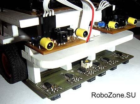 Сенсор определения линии установлен на робота для 'линетрейсинга'
